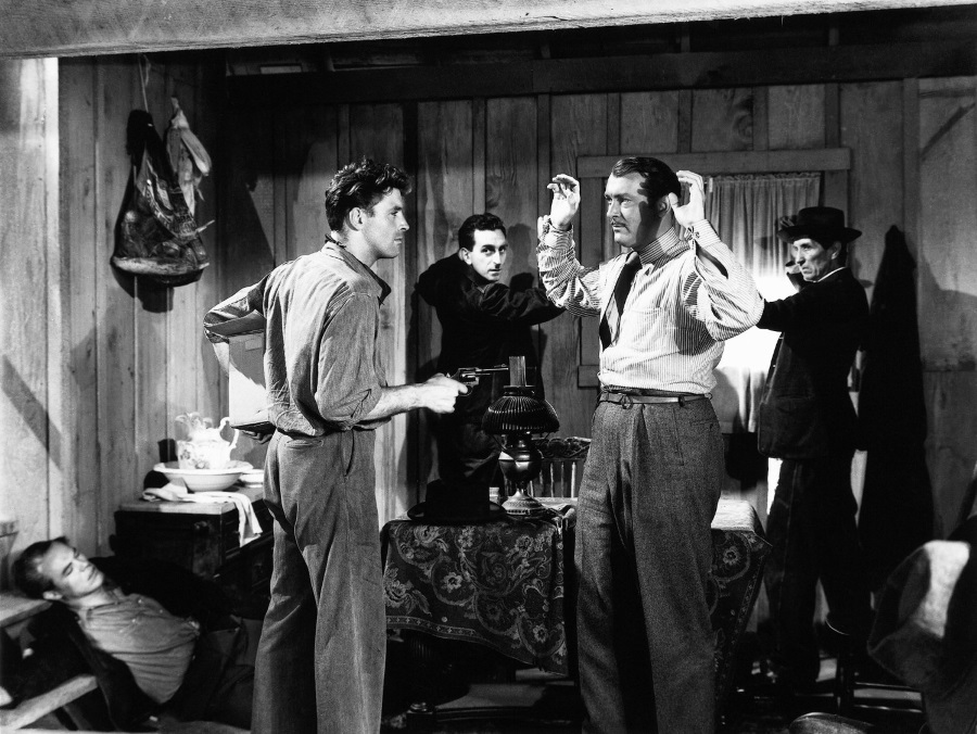 Burt Lancaster turns on his crew in 'The Killers'
